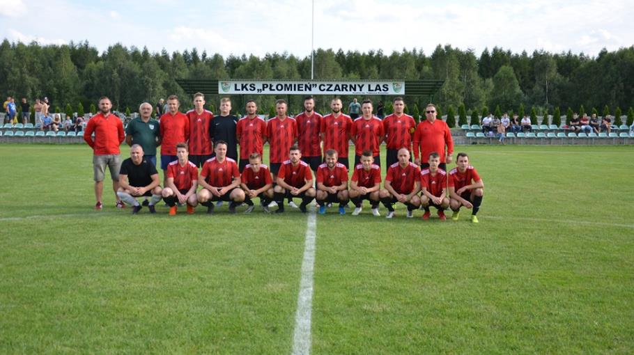 Zdjęcie grupowe drużyny LKS Płomień Czarny Las